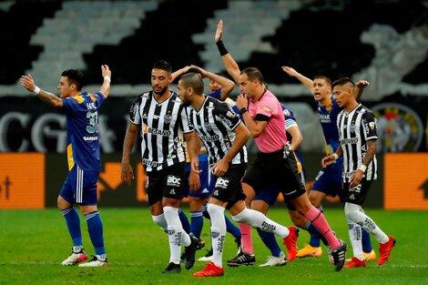 Ostojich marcó offside e invalidó el gol de Boca (Fuente: EFE)
