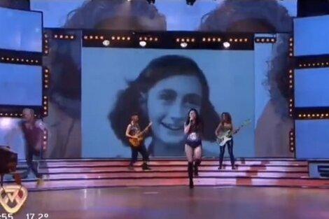 El momento en que apareció la imagen de la joven holandesa en el programa de Tinelli (Fuente: Captura de pantalla)