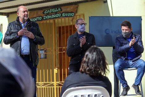 Perotti y el ministro Corach en los anuncios ayer en Santa Fe