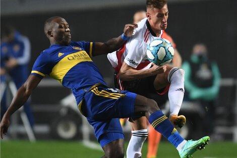 El peruano Advíncula recibió el transfer por la mañana y se metió en el once titular (Fuente: Télam)
