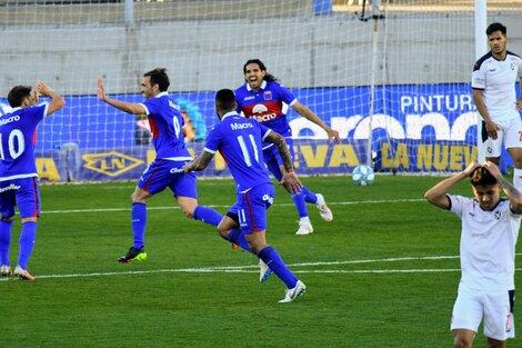Los jugadores de Tigre festejan el segundo gol (Fuente: Fotobaires)