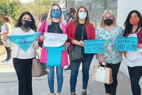 Subelza (segunda de la derecha) en manifestación en la Ciudad Judicial.