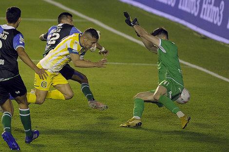 1)Marco Ruben mostró toda su jerarquía de goleador y convirtió los dos goles. (Fuente: Fotobaires)