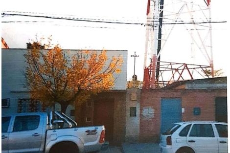 Las antenas, en estructuras montadas próximas a las viviendas.