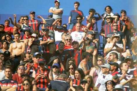 Hinchas de San Lorenzo, que podrán volver a ver a su equipo.