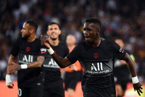 Gueye festeja la apertura del marcador. (Fuente: AFP)
