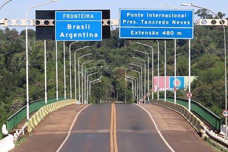 """Desde este lunes se habilitaron los pasos fronterizos """"Tancredo Neves"""" en Misiones y """"Los Libertadores"""", en Mendoza."""