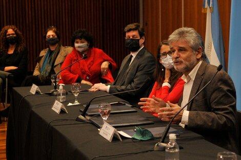 Daniel Filmus yElizabeth Gómez Alcorta, en la presentación de la convocatoria. (Fuente: Sandra Cartasso)