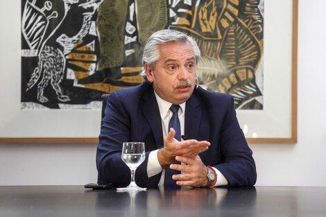 """Alberto Fernández se preguntó """"de quiénes"""" son los cuatro votos restantes para el diario Clarín."""