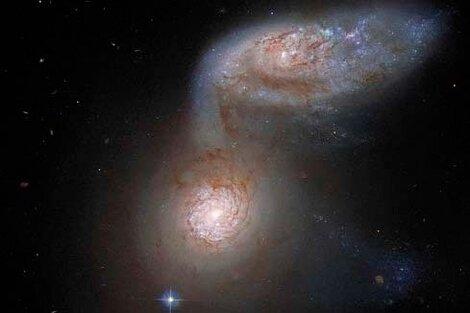 """La """"peligrosa danza"""" que captó el telescopio espacial."""