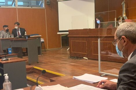 El fiscal Obeid mira a Teruel, que habla con su abogado
