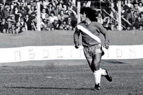 Diego Maradona en su debut en Primera con Argentinos Juniors