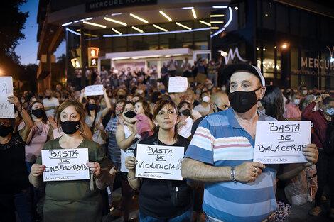 Los vecinos se movilizaron anoche en Juan B. Justo y avenida Alberdi. (Fuente: Andres Macera)