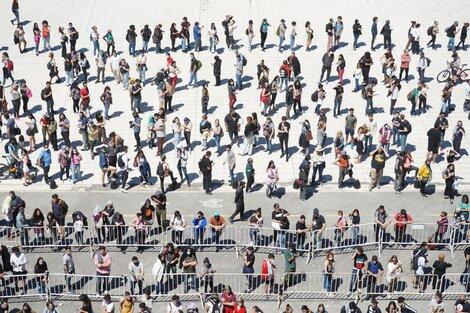 En el CCK hubo largas filas para conseguir entrada al tributo de este sábado. (Fuente: Télam)