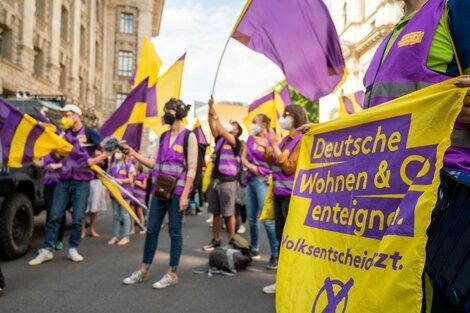 """La iniciativa """"Deutsche Wohnen & Co enteignen""""  juntó más de 350.000 firmas. (Fuente: DPA)"""