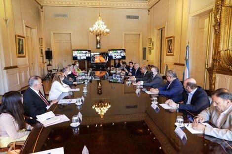 Un momento de la reunión en Casa de Gobierno. (Fuente: Télam)