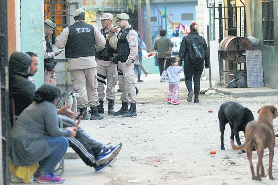 Los prejuicios estigmatizan a los habitantes de zonas vulnerables y favorecen el aumento de la violencia policial sobre ellos.