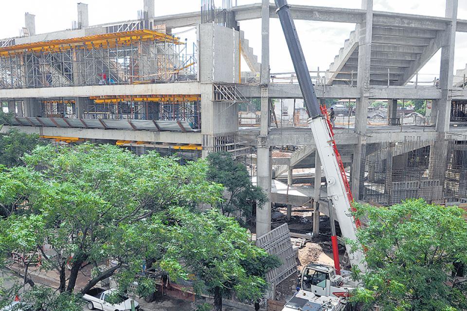 El diario La Nación entró al negocio del estadio Atlanta después de la quiebra de Lugones Center.