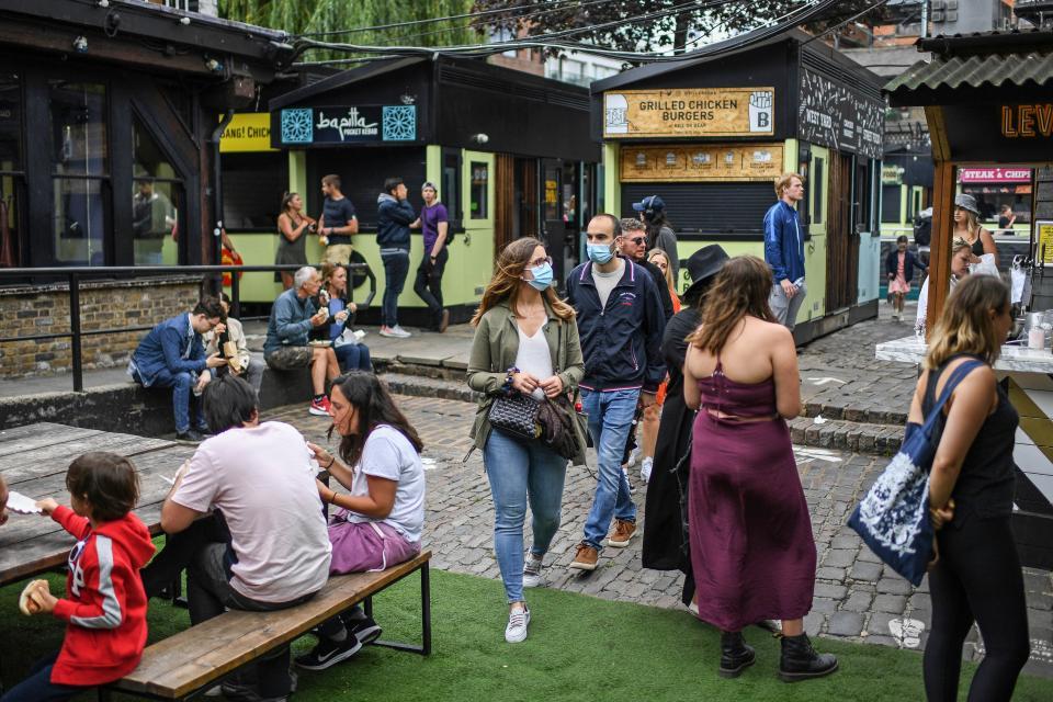 Camden Market, en Londres, un lunes de calor y de compras.