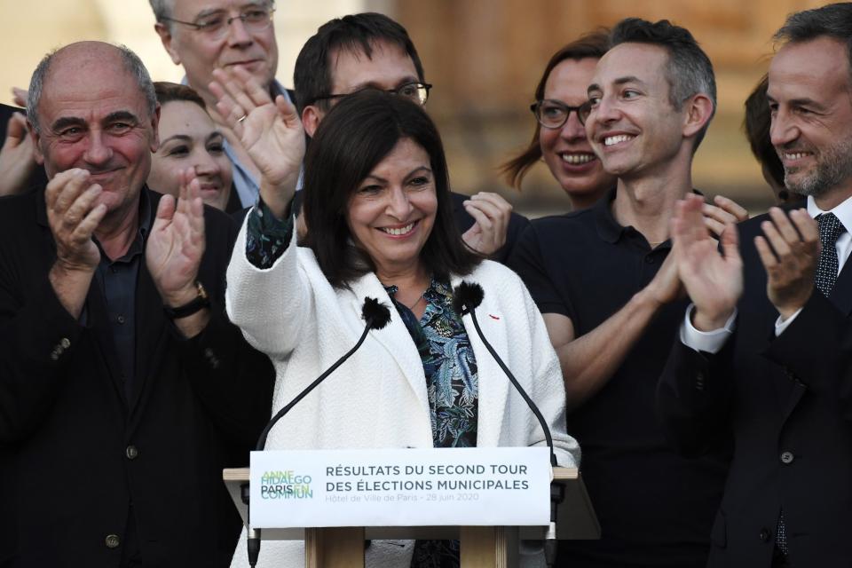 La socialista Anne Hidalgo fue reelecta en París.