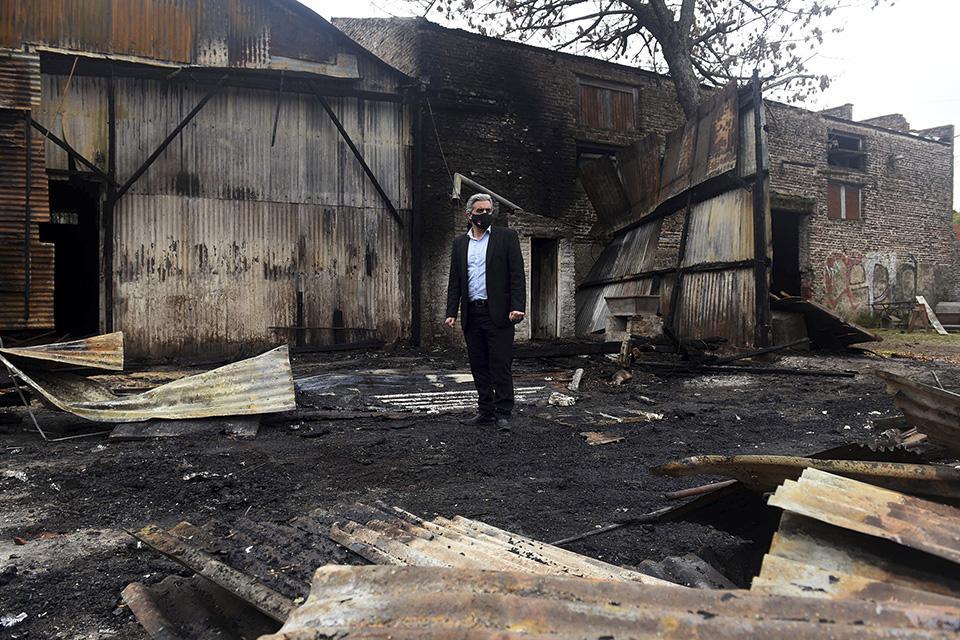 El rector Bartolacci recorrió el lugar incendiado.