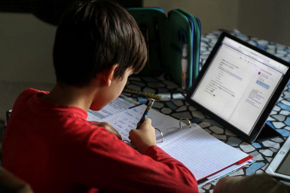 Pese al aislamiento, la gran mayoría de los docentes mantiene un contacto cotidiano con los estudiantes.