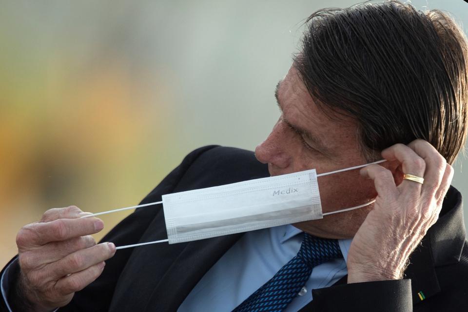 Bolsonaro veta ayudas en medio de la pandemia