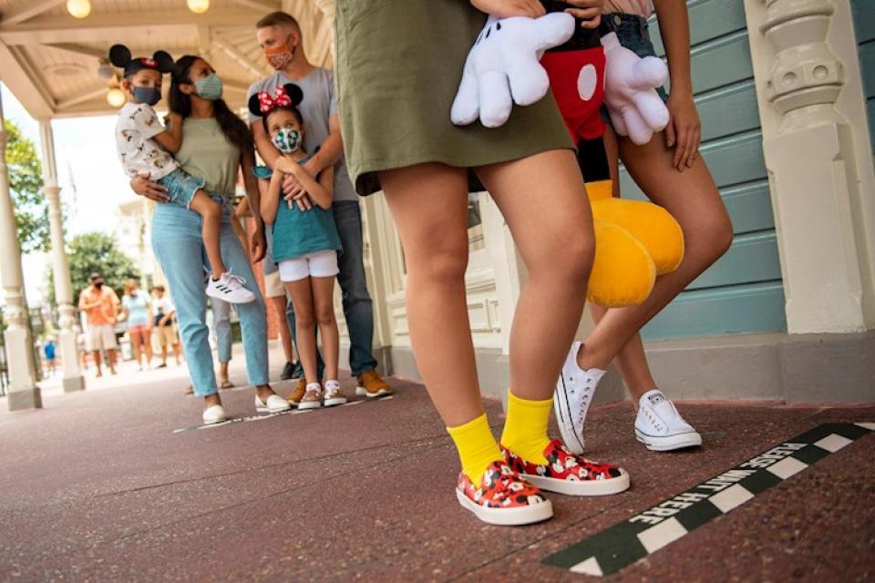Disney abre sus puertas pese al incremento de casos