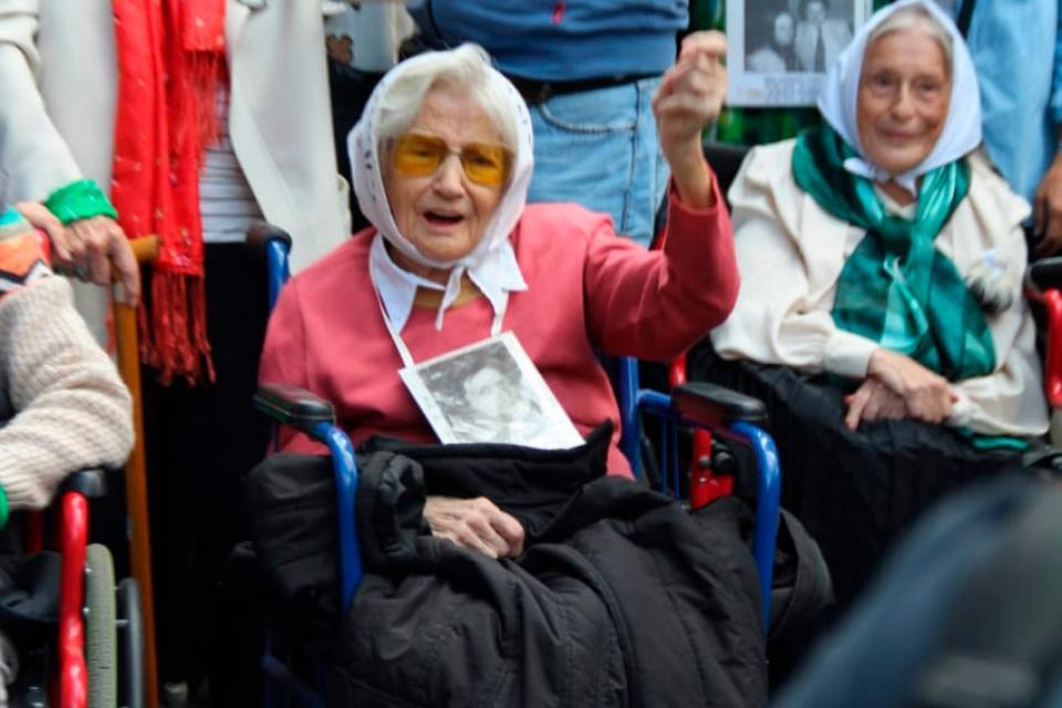 La Madre de Plaza de Mayo Carmen Conde falleció anoche. Buscó a su hijo Juan Carlos García Conde desde que fue secuestrado, en julio de 1977.