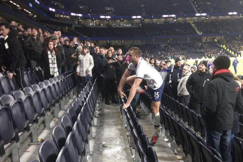 Sanción para el futbolista inglés que se quiso pelear con un hincha