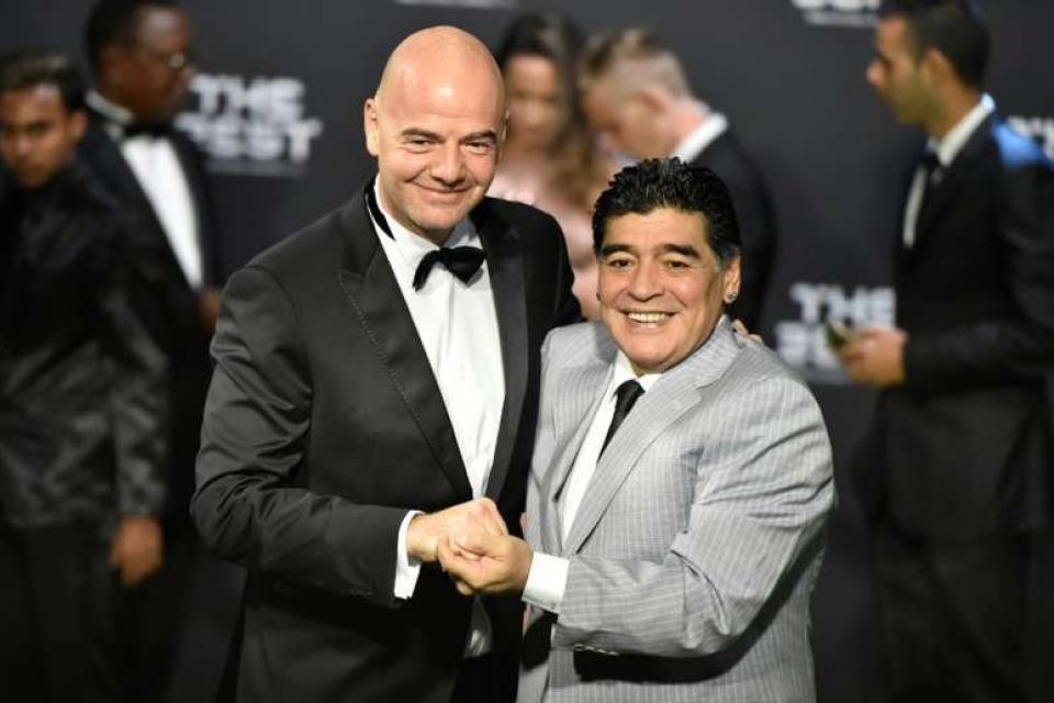 Maradona atacó a Infantino por haber designado a Macri como presidente de la Fundación FIFA.