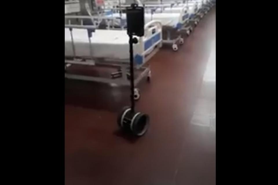 """El innovador """"robot enfermero"""" que atiende casos de coronavirus en Corrientes"""