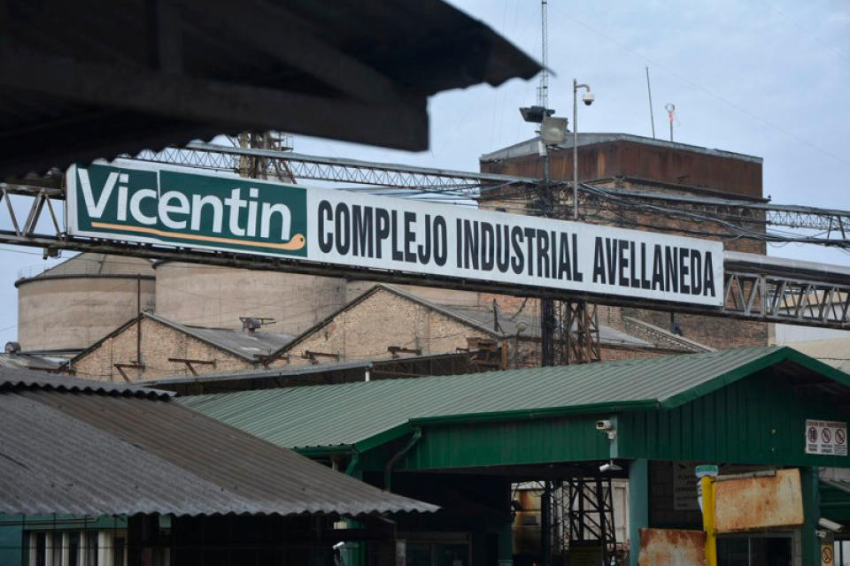 Vicentin: piden inhibir los bienes de González Fraga, Lucas Llach y directivos de la empresa
