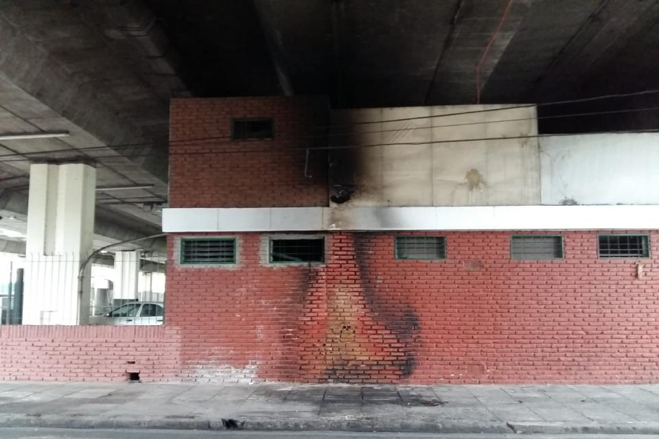 Prendieron fuego a una persona que dormía en la calle