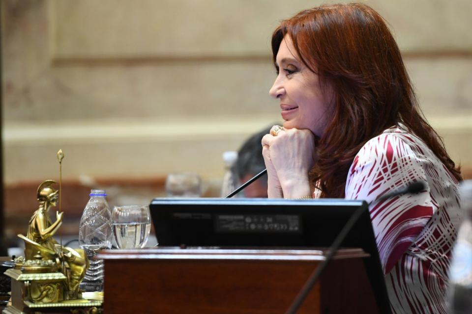 """""""Sorpresas te da la vida"""", Cristina Kirchner cruzó a Infobae y elogió a La Nación"""