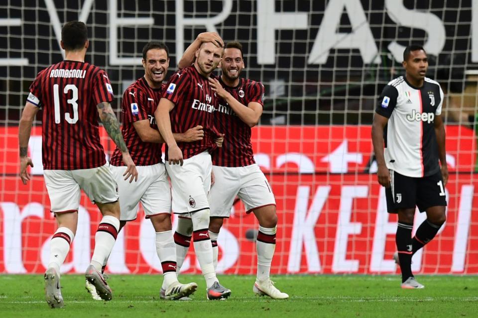 Milan dio vuelta un partido épico para vencer a Juventus
