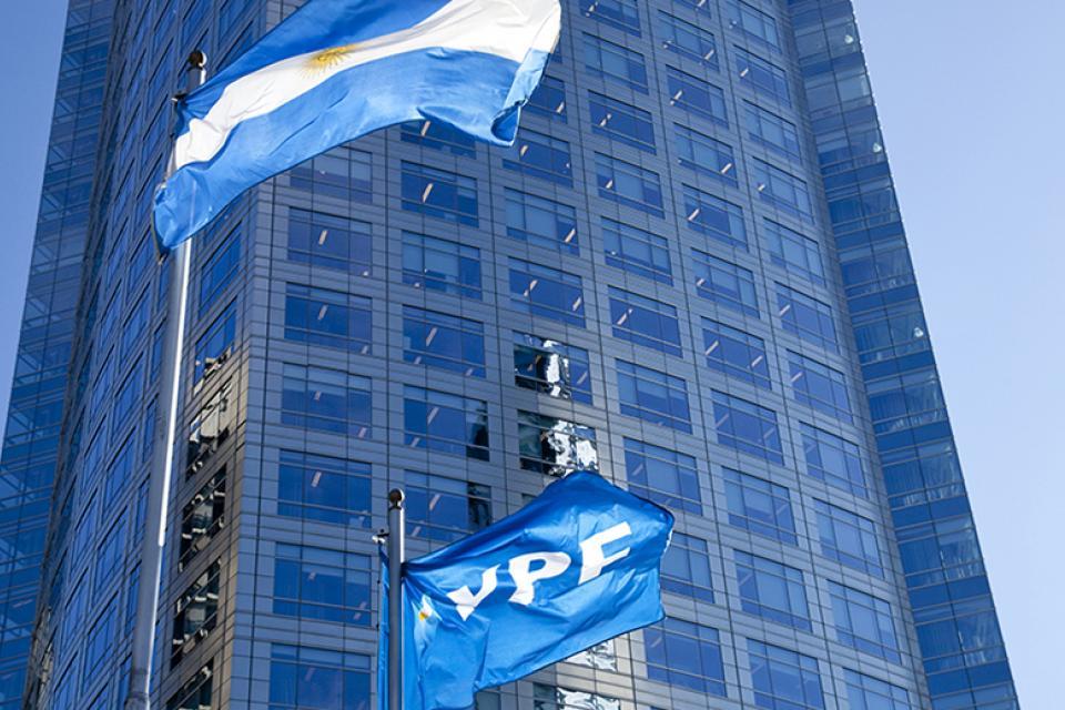 YPF busca renegociar su deuda
