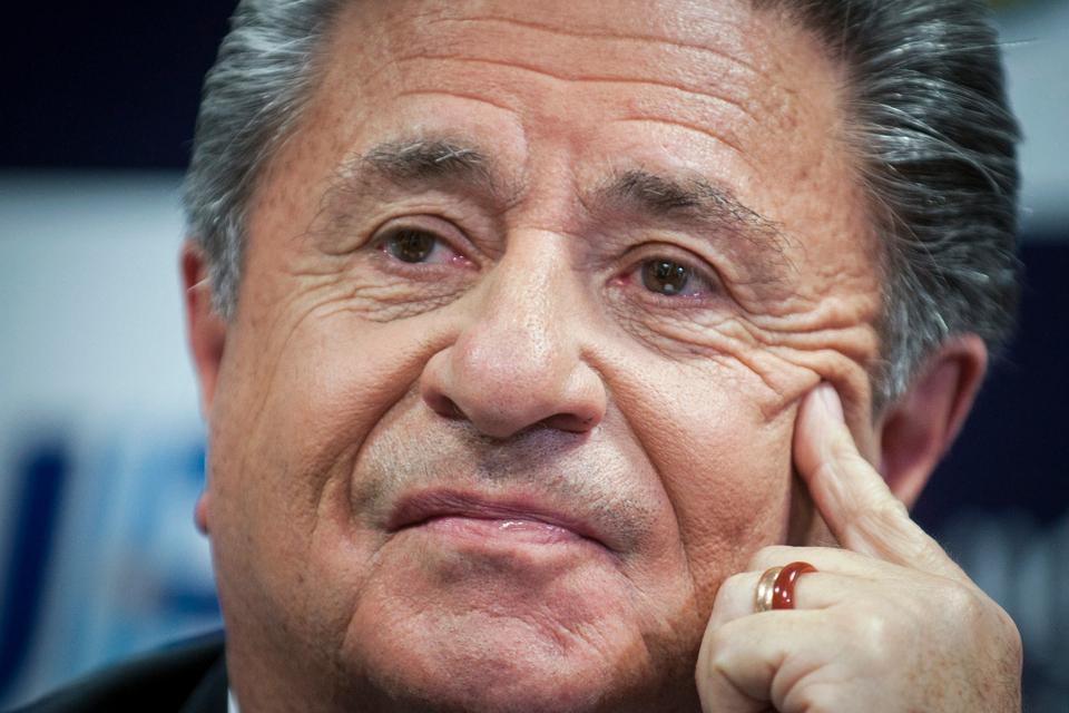 El diputado por La Pampa Martín Berhongaray (UCR) pidió que se lo invite a Eduardo Duhalde a la Comisión de Asuntos Constitucionales de la Cámara de Diputados.