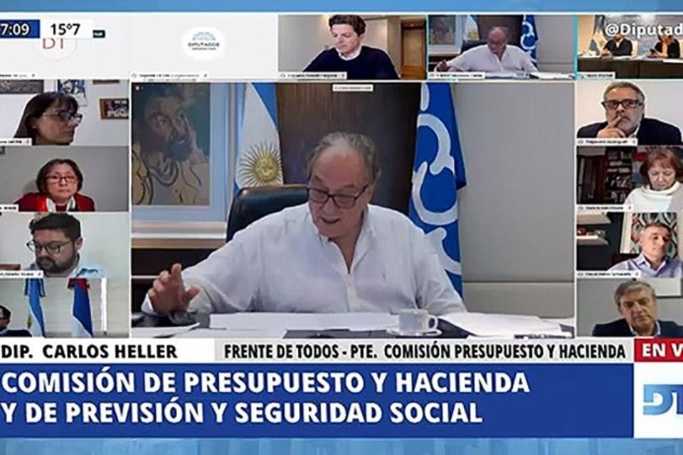 Carlos Heller (Frente de Todos), presidente de la Comisión de Presupuesto, coordina el debate del proyecto de ley, que lo tiene también como uno de los autores.