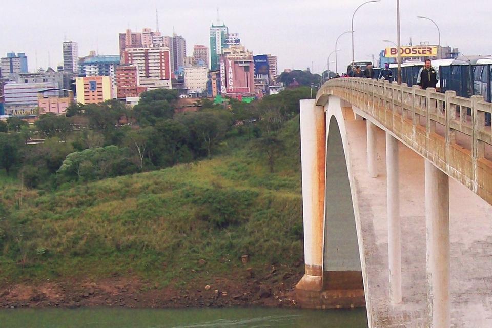 Paraguay prepara un protocolo sanitario para abrir la frontera con Brasil