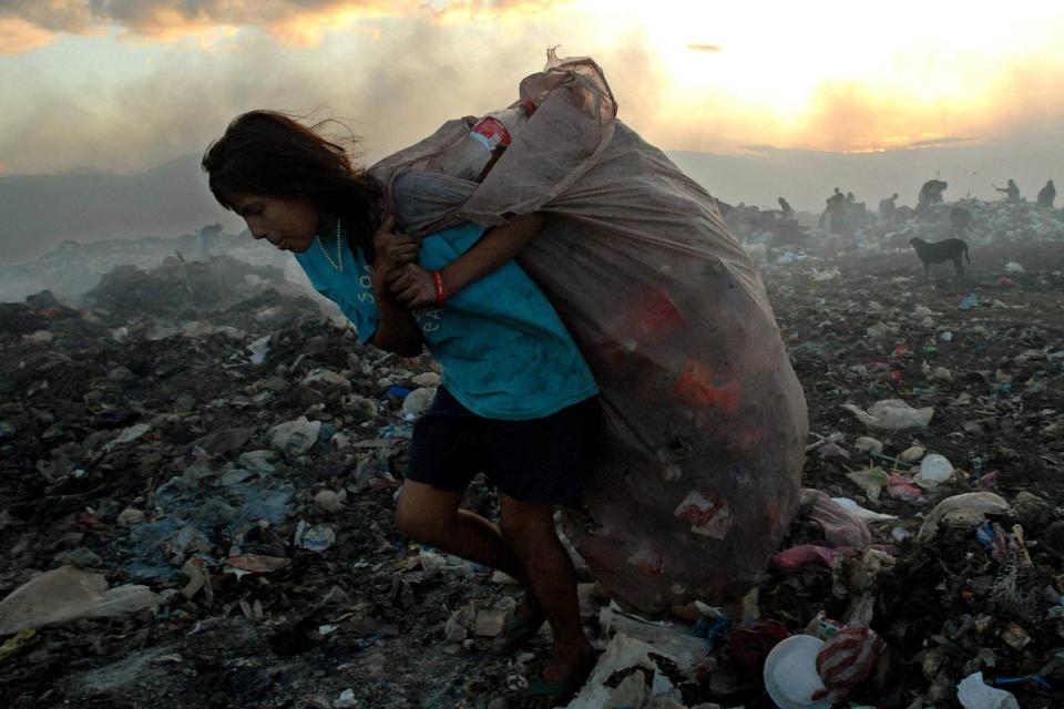 https://images.pagina12.com.ar/styles/focal_3_2_960x640/public/2020-09/105898-foto-20efe-pobreza-20en-20america-20latina.jpg?itok=86ayQp7h