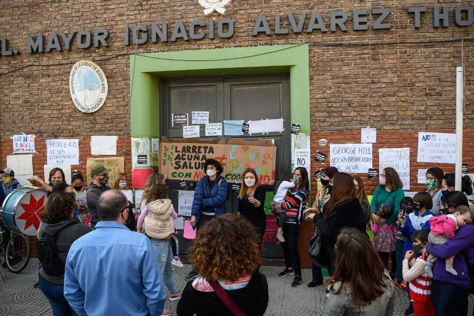 """La familias organizaron un """"ruidazo"""" contra la intervención el miércoles."""