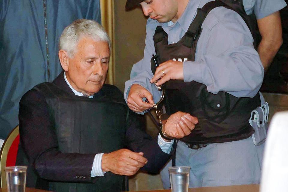 Miguel Etchecolatz fue condenado por múltiples crímenes de lesa humanidad.