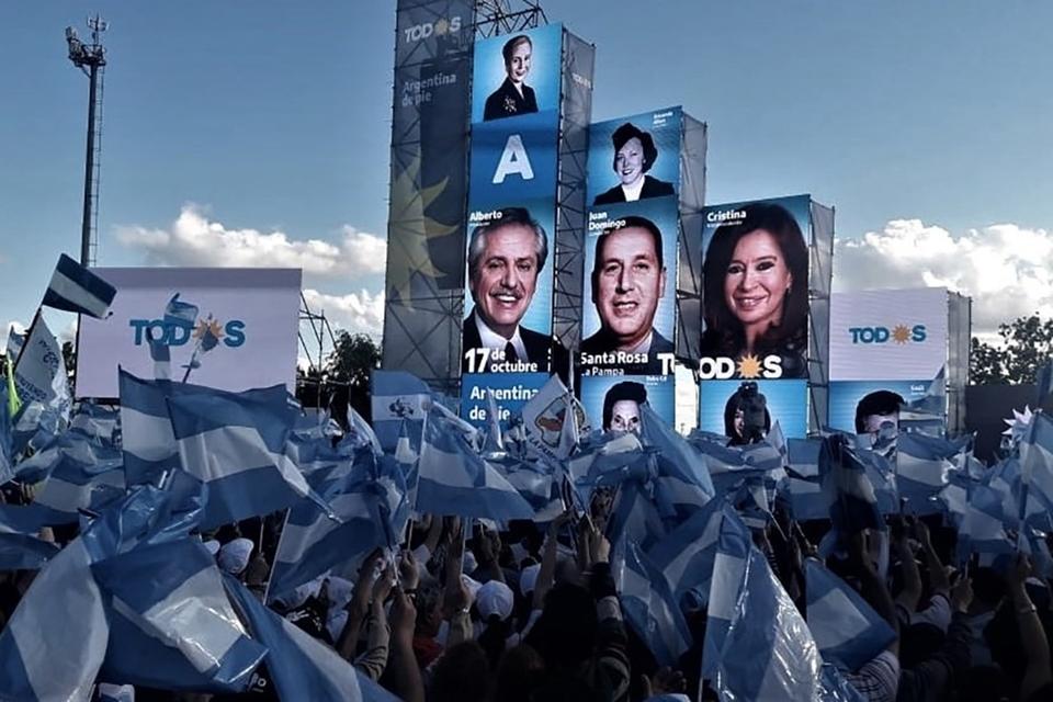 Alberto Fernández y Cristina Kirchner encabezaron el acto del 17 de octubre pasado en La Pampa.