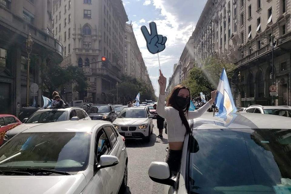 Día de la lealtad: Caravanas en todo el país al ritmo de la marcha peronista.