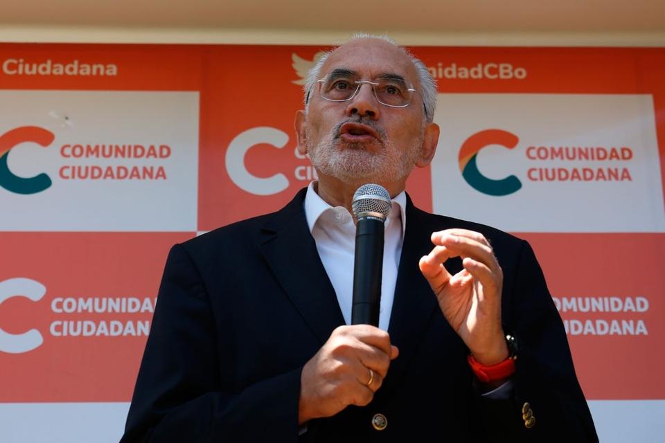 """Carlos Mesa quedó segundo, con un tercio de los votos, y ya se presenta como """"el primer opositor""""."""