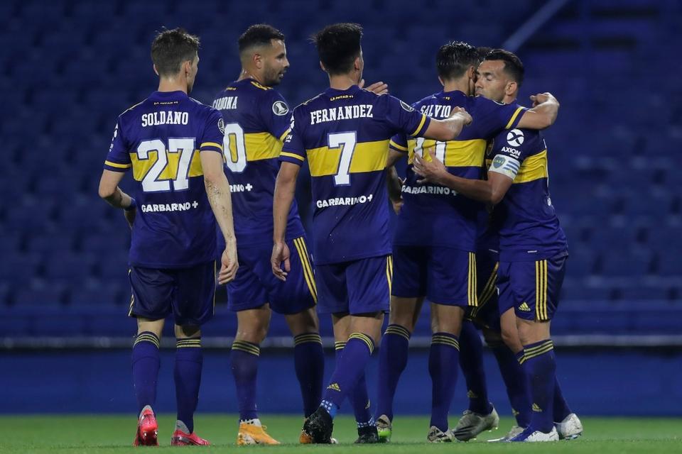 Todo Boca celebra el primer tanto de Tevez.