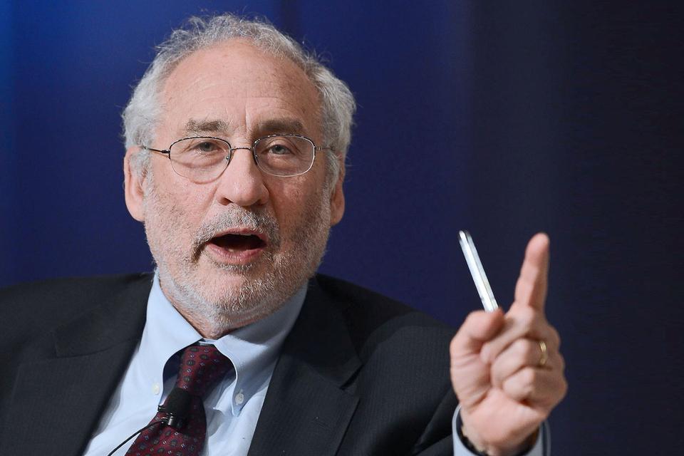 """""""Será muy difícil recuperar una economía global si hay muchos países en el mundo con una gran deuda"""", afirmó Stiglitz."""