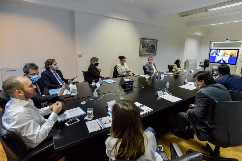 Martín Guzmán encabezó en Economía un encuentro con funcionarios y legisladores.