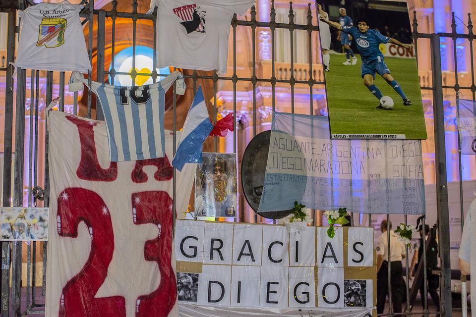 Maradona: Un adiós multitudinario en la Casa Rosada